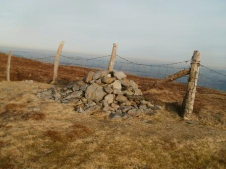 Alternative cairn on the large summit plateau - I chose this spot to operate from