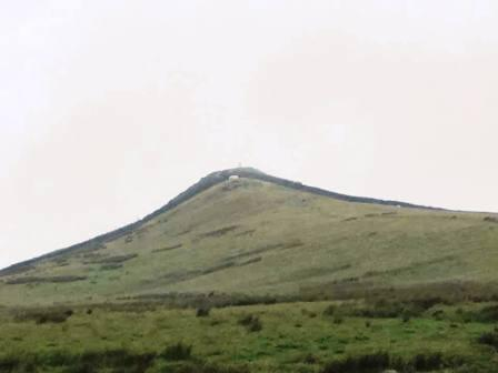 Approaching the distinctive peak of Sharp Haw